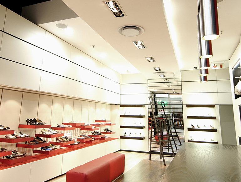 DECOI-SHOES-MOPANYA-MALL-1