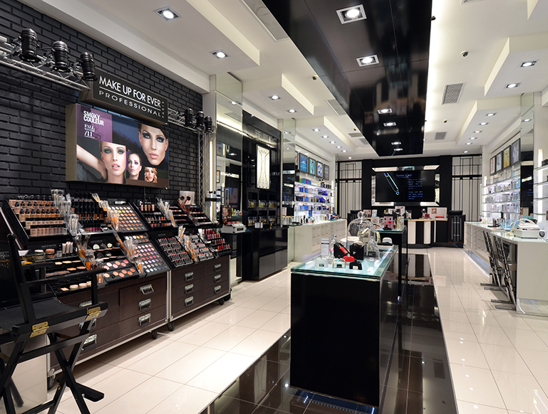METROPOLITAN-COSMETICS-HYDE-PARK---NEW-LOOK-3
